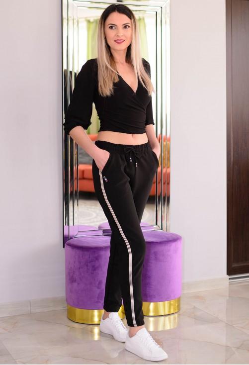 Pantaloni White Feature Black